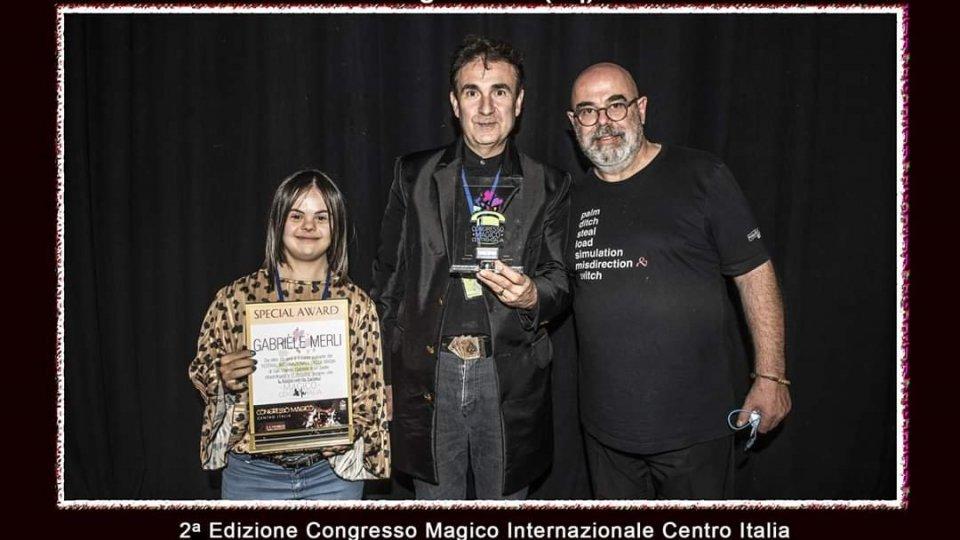 Consegna premio alla carriera all'illusionista Gabriel