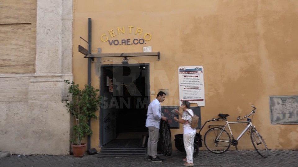 """A Roma aperta la prima """"farmacia di strada"""": medicine gratuite per i più bisognosi"""