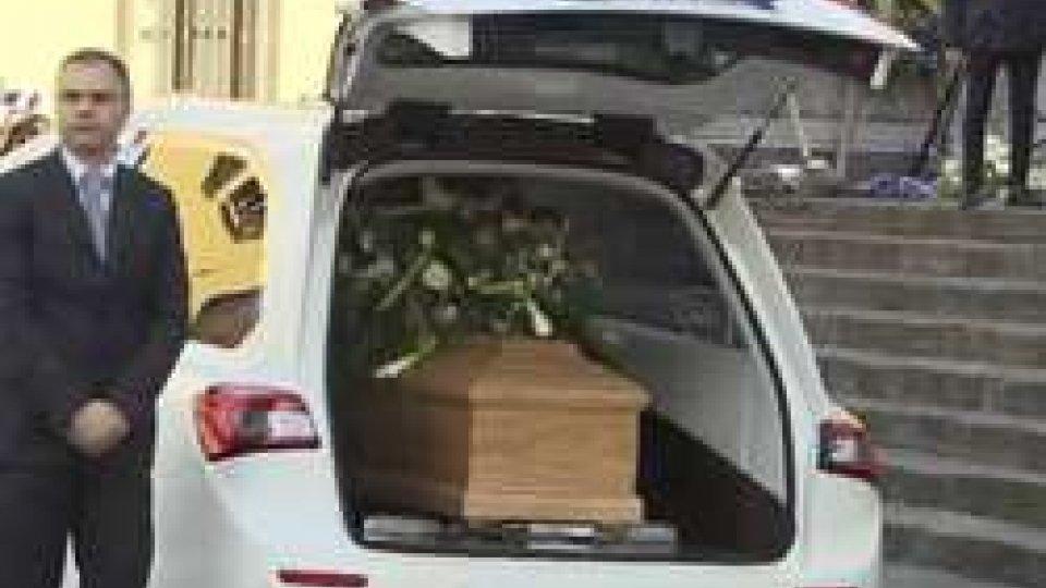 """I funerali di AstoriFunerali Astori: """"Un capitano c'è solo un capitano"""". Il saluto di Firenze"""