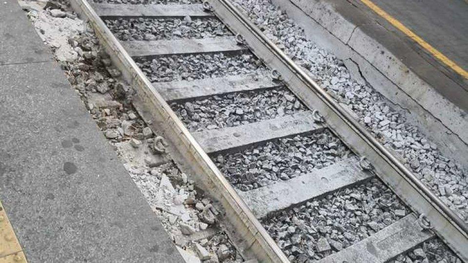 Binari di treno. Foto Ansa