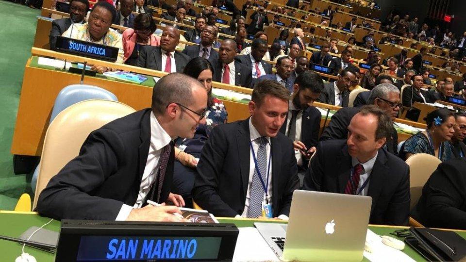 La delegazione guidata dal Segretario di Stato Nicola Renzi insieme all'Ambasciatore di San Marino negli Stati Uniti, Damiano Beleffi, all'apertura del Dibattito Generale.