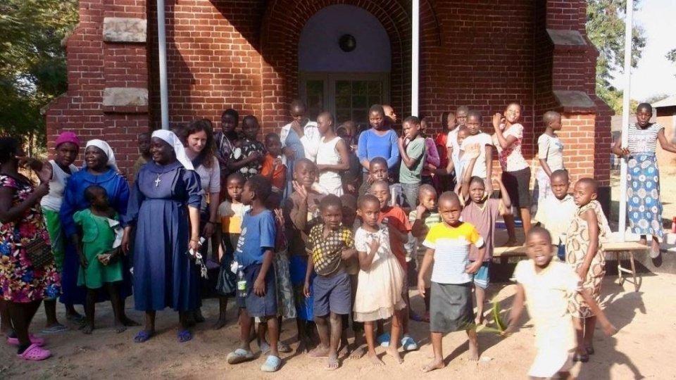 La Segreteria agli Esteri per la scuola per bambini sordi di Mua