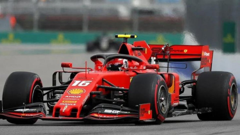 Leclerc come Schumacher: pole position in Russia, la quarta consecutiva
