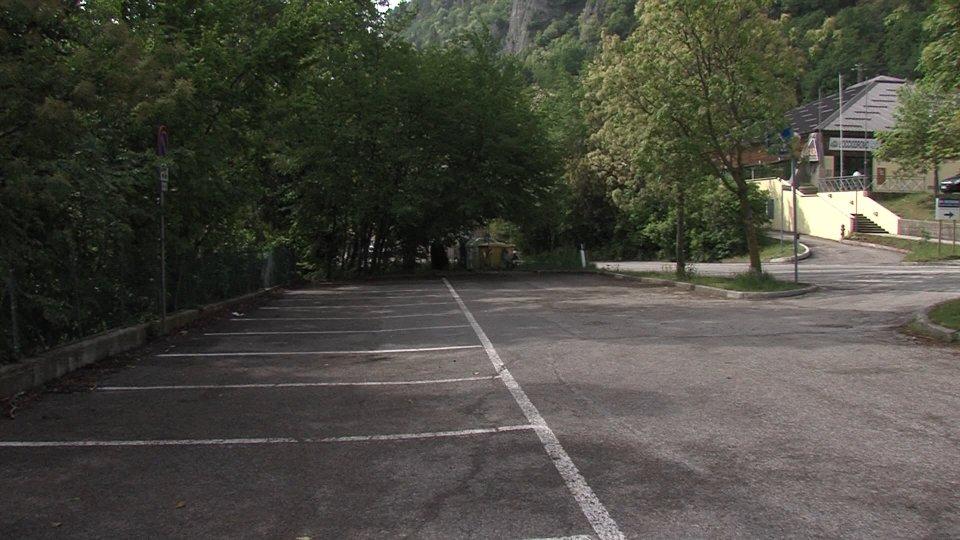 Il parcheggio a Borgola cronaca giudiziaria
