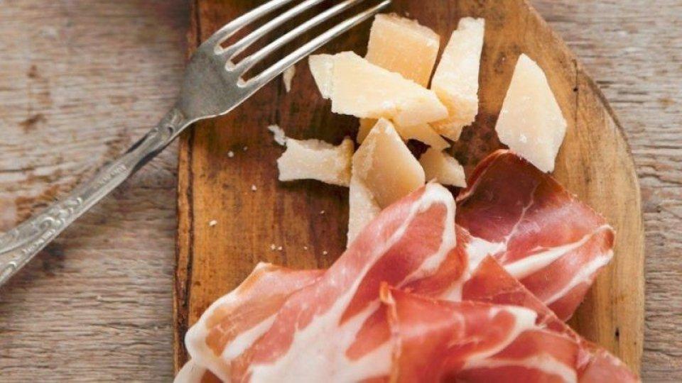 Parmigiano e prosciutto. Foto @agrimpresaNel video l'intervista a Giuseppe Conte