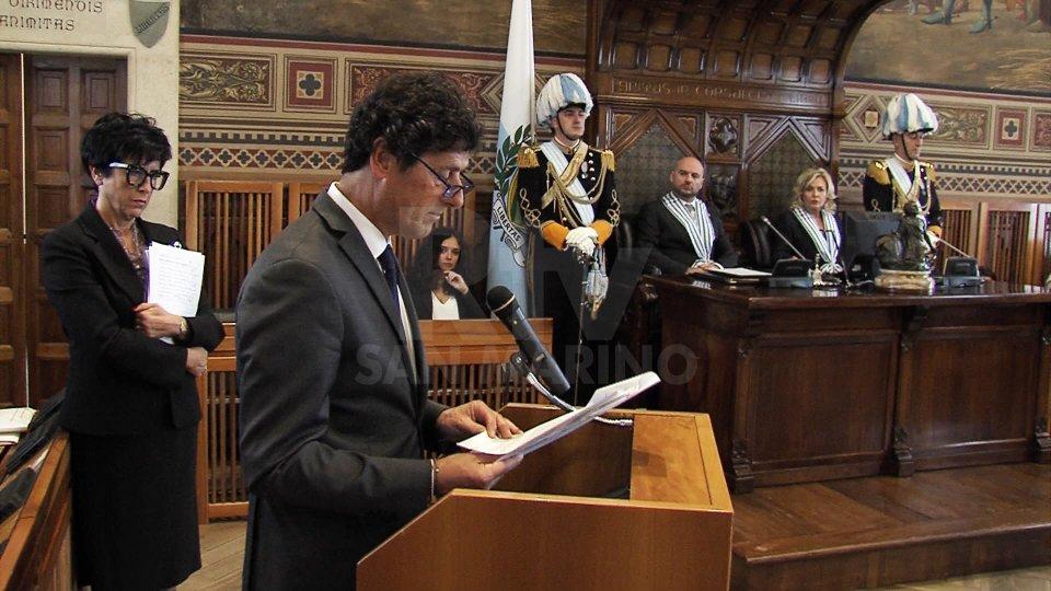 Il Segretario Guerrino Zanotti legge le istanze