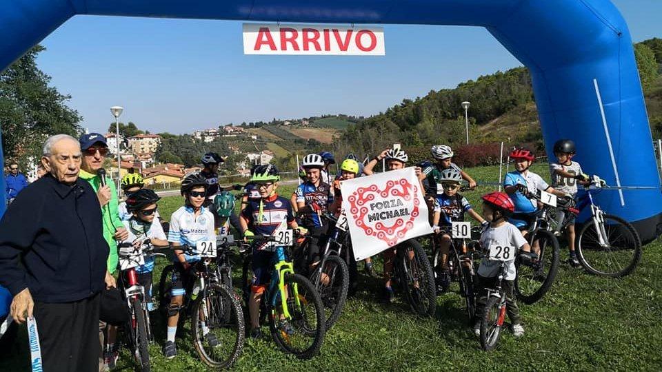 Juvenes ciclismo gimkana in bici per giovanissimi