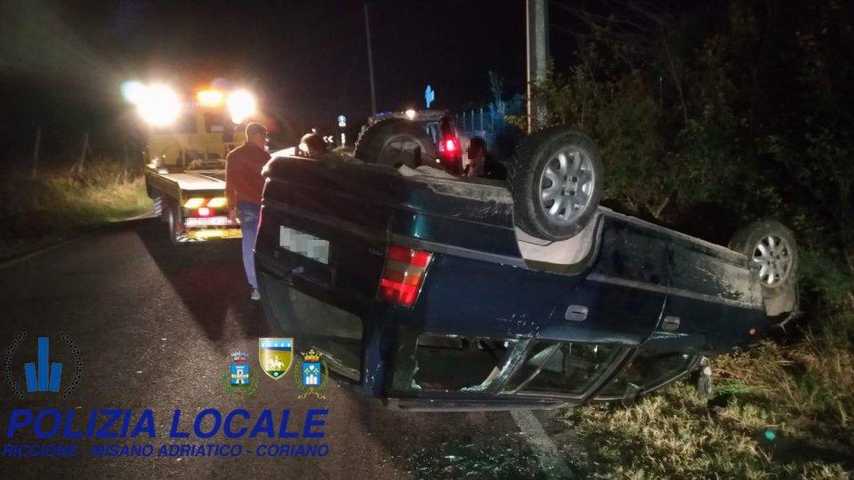 Incidente a San Patrignano, auto cappottata