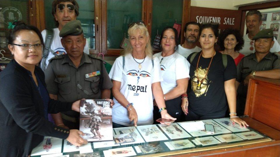 """Il libro """"Faetano 1944 Victoria Cross"""" al Gurkha Memorial Museum in Nepal"""