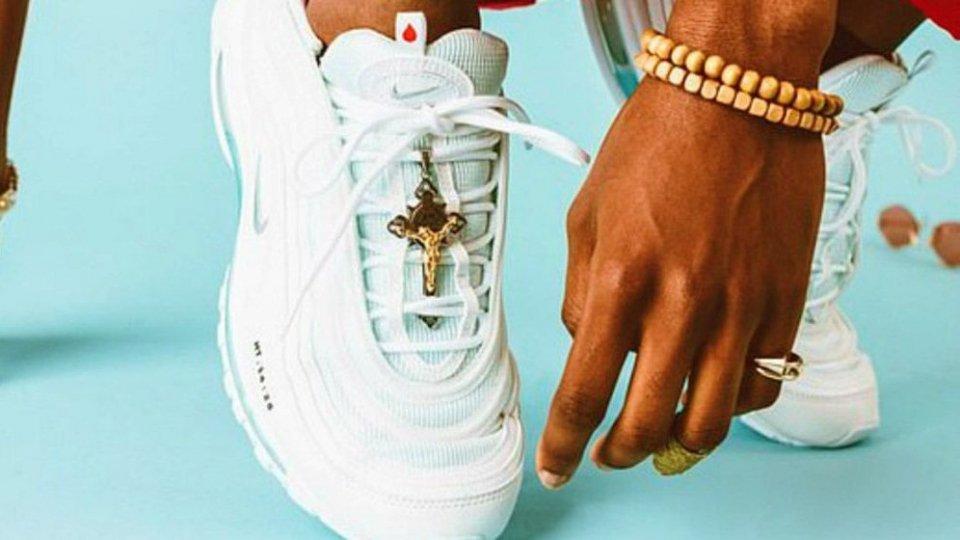 """Le """"Jesus Shoes"""" le scarpe benedette"""