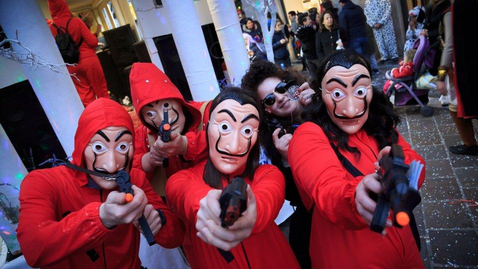 """""""Famolo strano"""",  tutti in gruppo ad Halloween"""