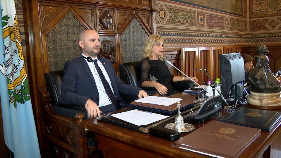 Indirizzo di saluto degli Ecc.mi Capitani Reggenti Luca Boschi e Mariella Mularoni in occasione della prima seduta del Consiglio Grande e Generale
