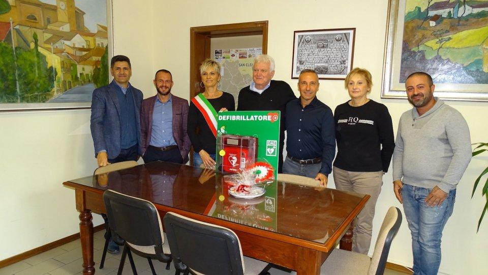 Due defibrillatori semiautomatici donati dalla Ditta Elettroimpianti alle scuole elementari e medie