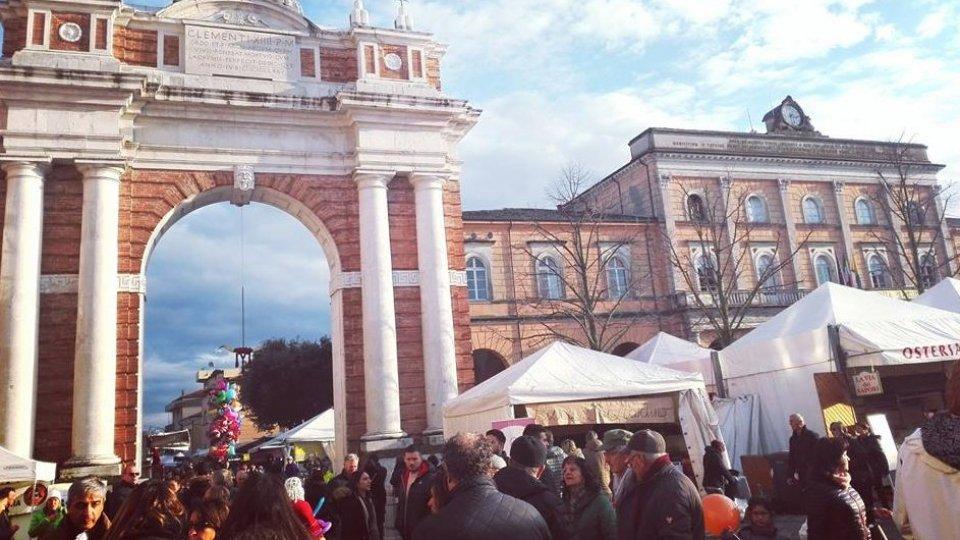 Piazze e strade gremite per la Fiera di San Martino che ancora una volta sfiora le 100.000 presenze