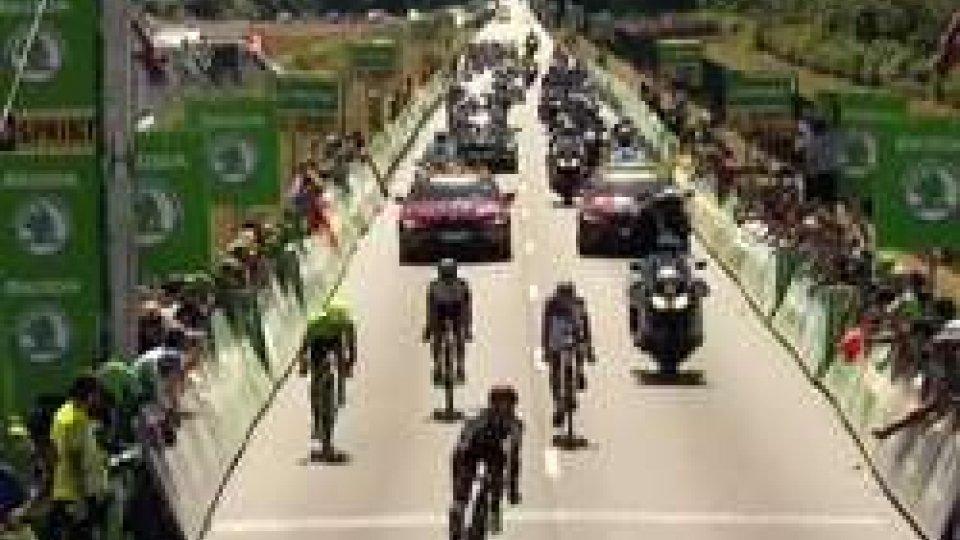 Tour De France: Mark Cavendish vince la 14esima tappa e vede Merkcs. Froome sempre in giallo