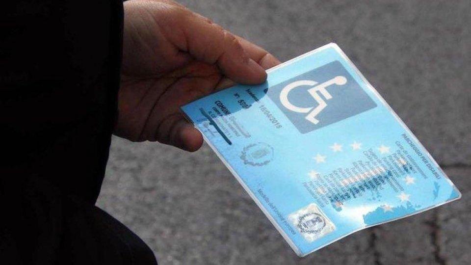 Un pass invalidi. Foto AnsaUn pass invalidi. Foto Ansa