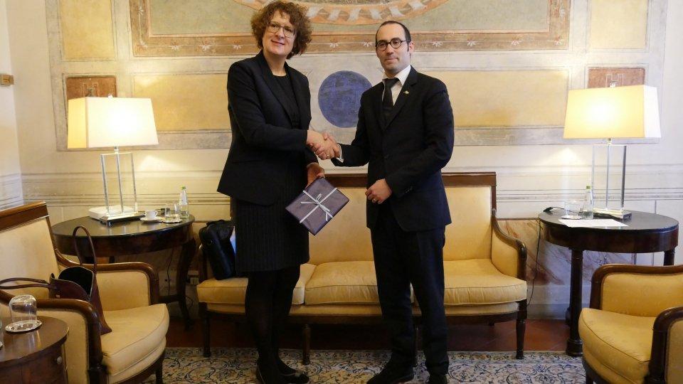 Nel video l'intervista all'ambasciatore Rita Adam e a Nicola Renzi, Segretario agli Esteri