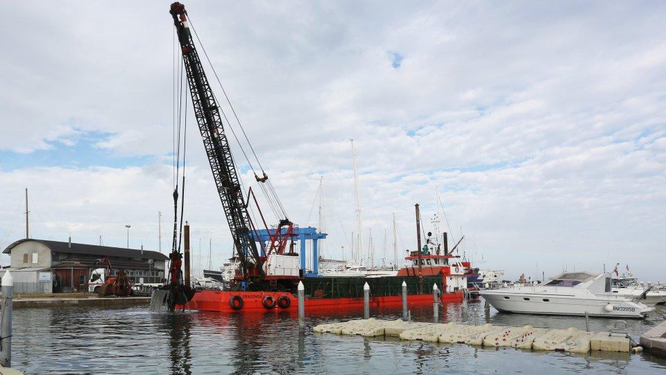 Partite le operazioni di dragaggio del porto canale di Rimini