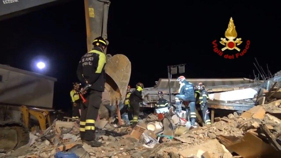 Albania: la terra continua a tremare, 49 morti