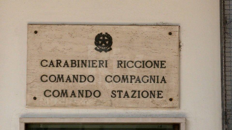 Pestato perché maltrattava la compagna. I carabinieri di Riccione hanno arrestato tre persone