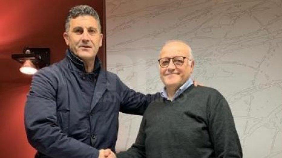 La stretta di mano tra Renato Cioffi e il Presidente Fabio Gasperoni