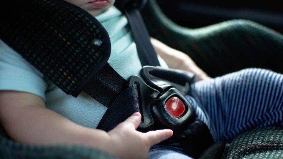 Slittano a marzo le multe per i seggiolini auto per bambini
