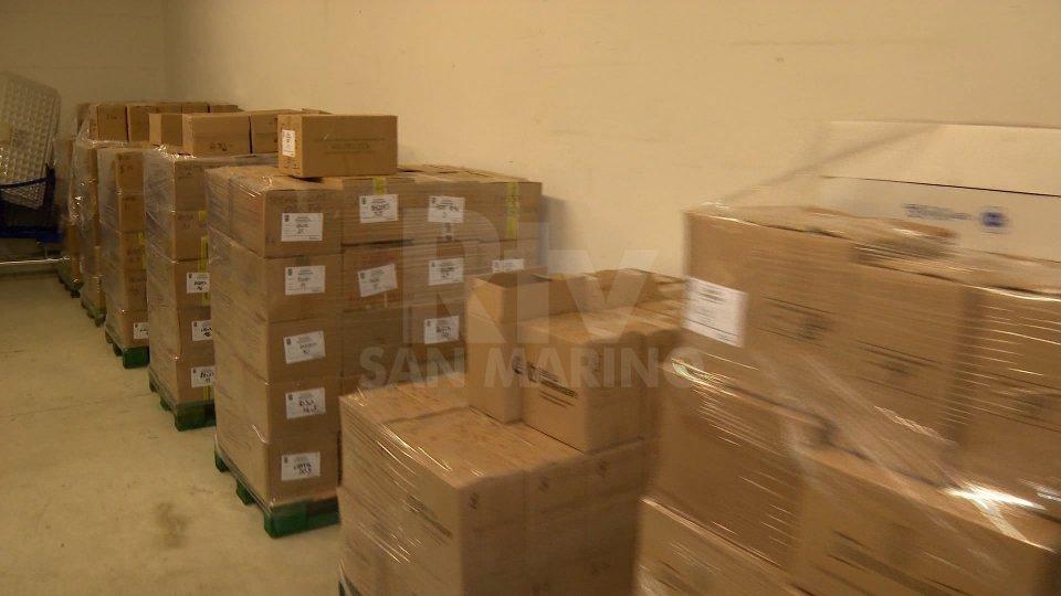 Alcune delle derrate alimentari inviate da San Marino