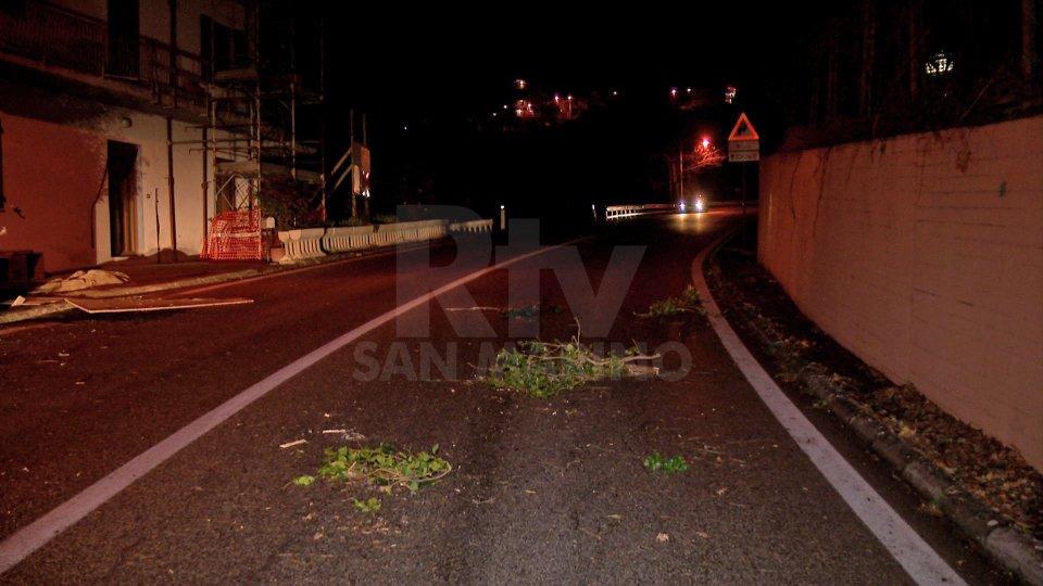 Maltempo: allerta in 11 regioni italiane, rami e cassonetti in strada sul Titano