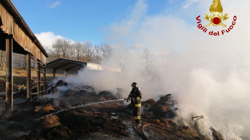 Incendio a Pennabilli, operazioni lungo 24 ore dei Vigili del Fuoco