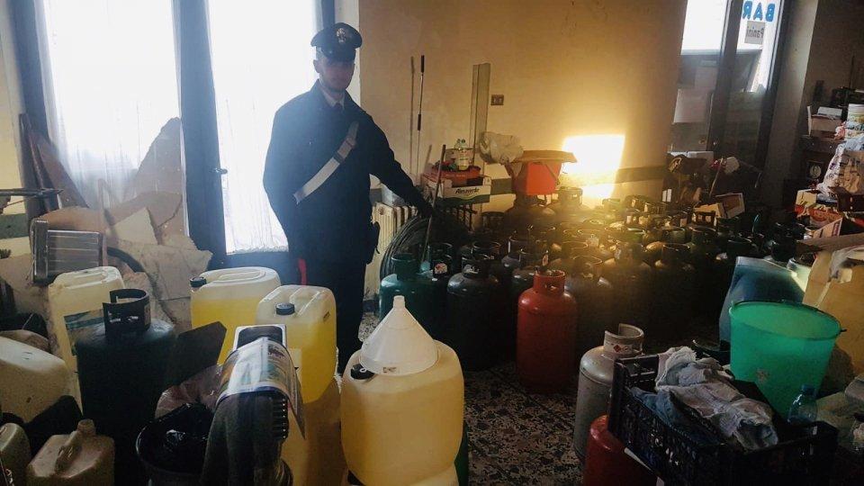 Valconca: 62 bombole di gpl e oltre 300 litri di benzina stipati in casa