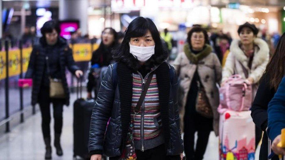 Controlli negli aeroporti in Cina (Ansa)