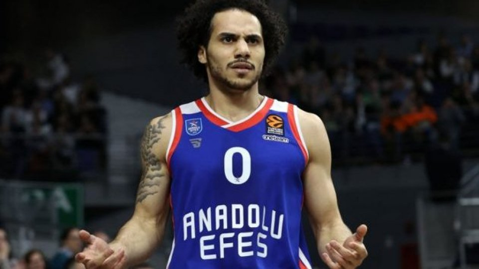 L'Efes vince a Madrid e blinda il primo posto