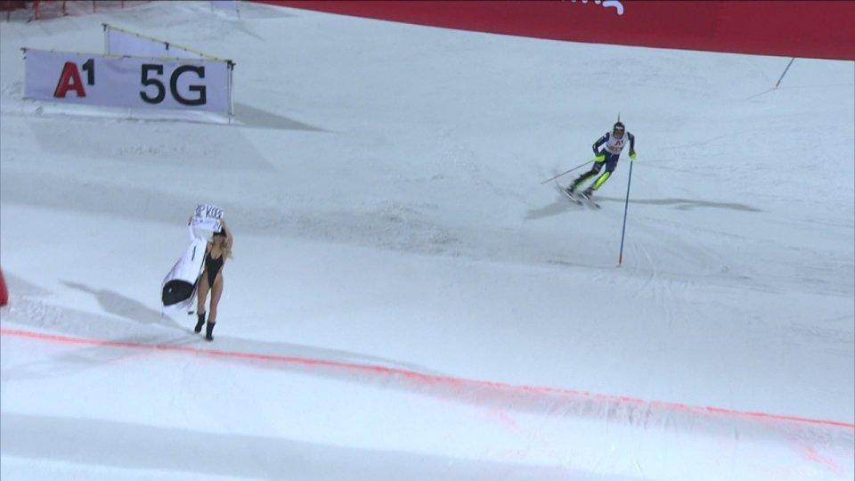 Kristoffersen vince lo slalom di Schladming dopo un curioso fuori programma