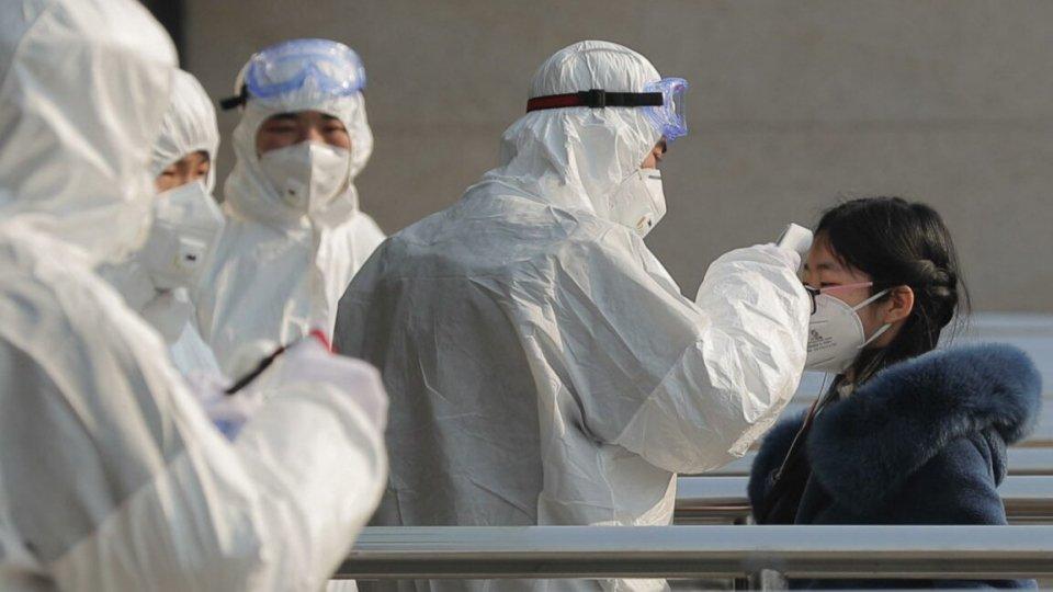 Coronavirus: sale il bilancio dei morti. Oggi il rientro degli italiani da Wuhan
