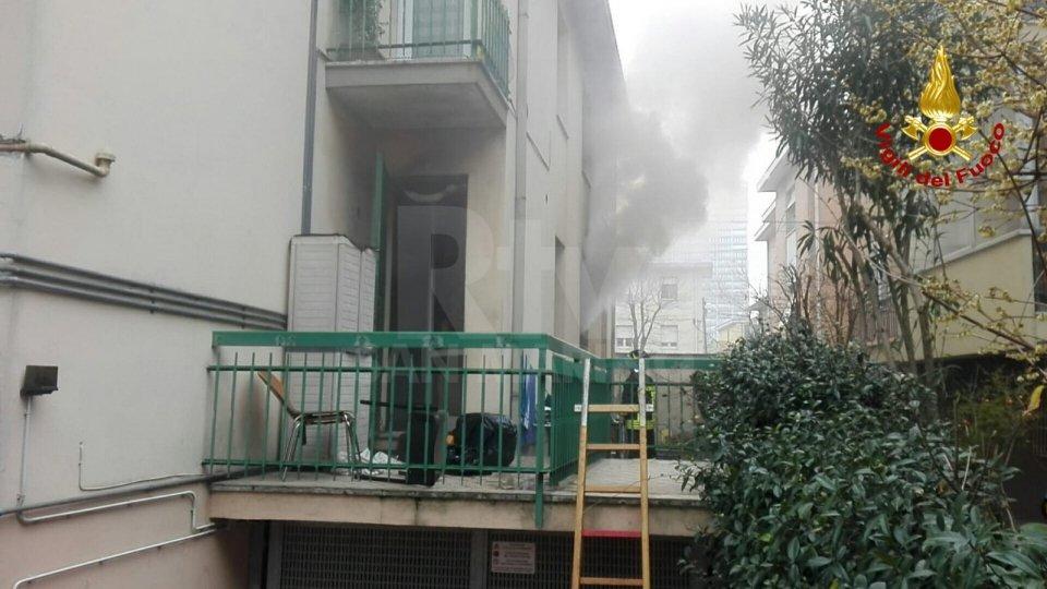 Incendio in una palazzina di San Giuliano, diversi intossicati
