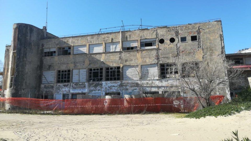 Riccione: sgomberata l'ex colonia Reggiana da quattro abitanti abusivi