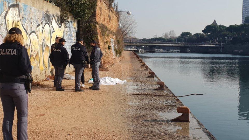 Trovato un cadavere nel porto canale di Rimini
