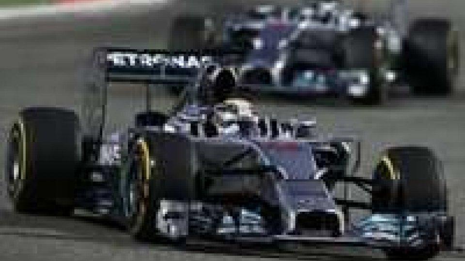 F1 Bahrein: vince Hamilton, male le Ferrari