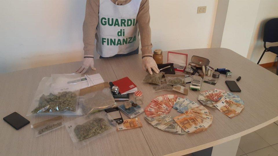 GdF Rimini, due arresti per droga