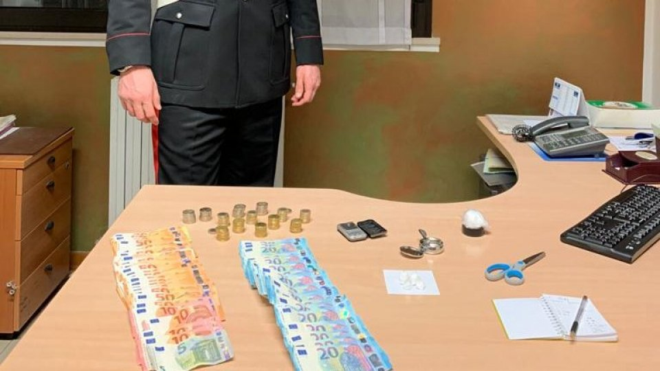 Carabinieri Cattolica arrestano spacciatore in pieno centro