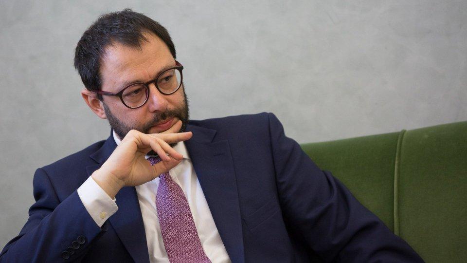 Coronavirus: ministro Patuanelli, verso sospensione pagamenti in tutta Italia