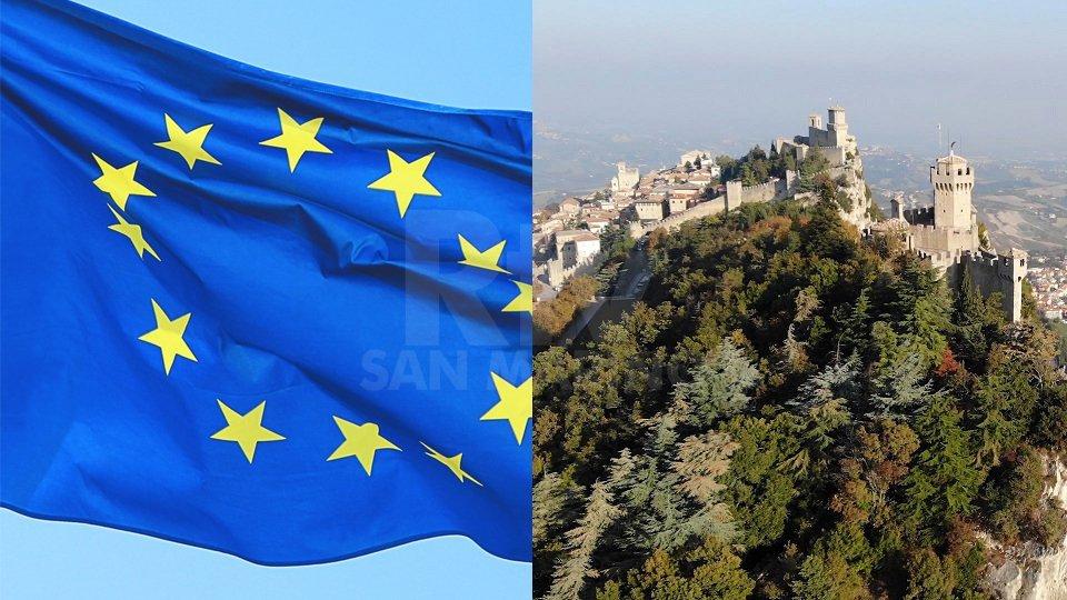 Bandiera UE e San MarinoBandiera UE e San Marino