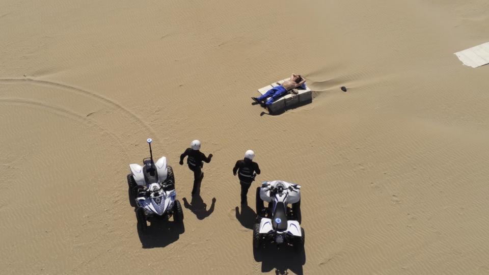 In spiaggia per abbronzarsi: violazione che non è sfuggita al drone della Polizia Locale