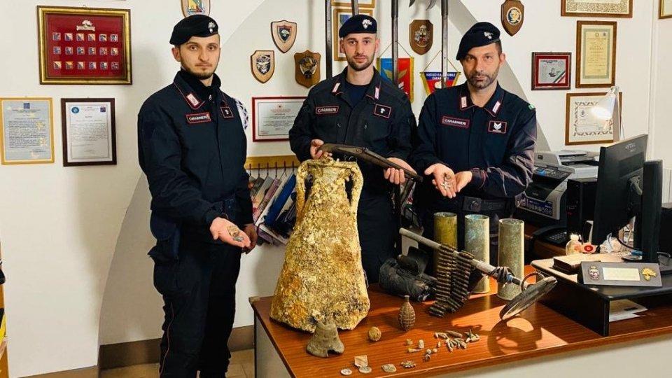 I Carabinieri e i reperti rinvenuti
