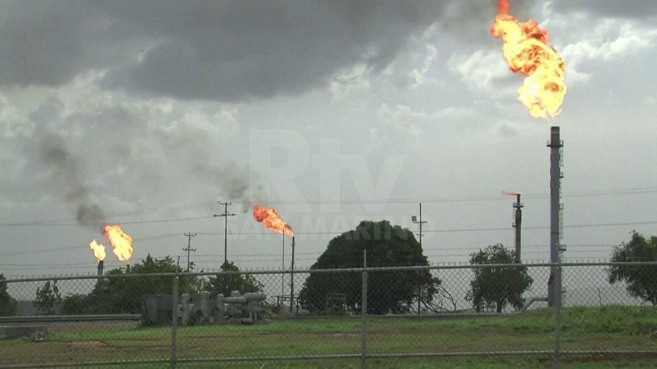 Taglio produzione petrolio: incerte le conseguenze per i Paesi del Golfo