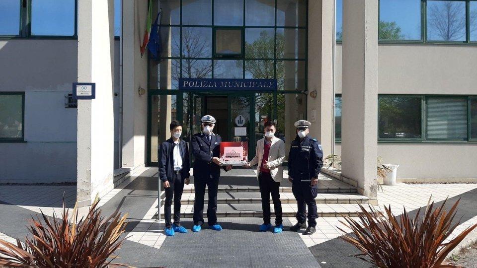 Consegnate 500 mascherina da parte della Chiesa Cristiana Evangelica Cinese in Italia agli agenti della Polizia Locale di Rimini