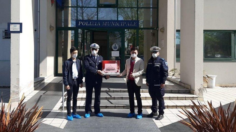 Chiesa Cristiana Evangelica Cinese dona 500 mascherine FFP2 alla Polizia di Rimini