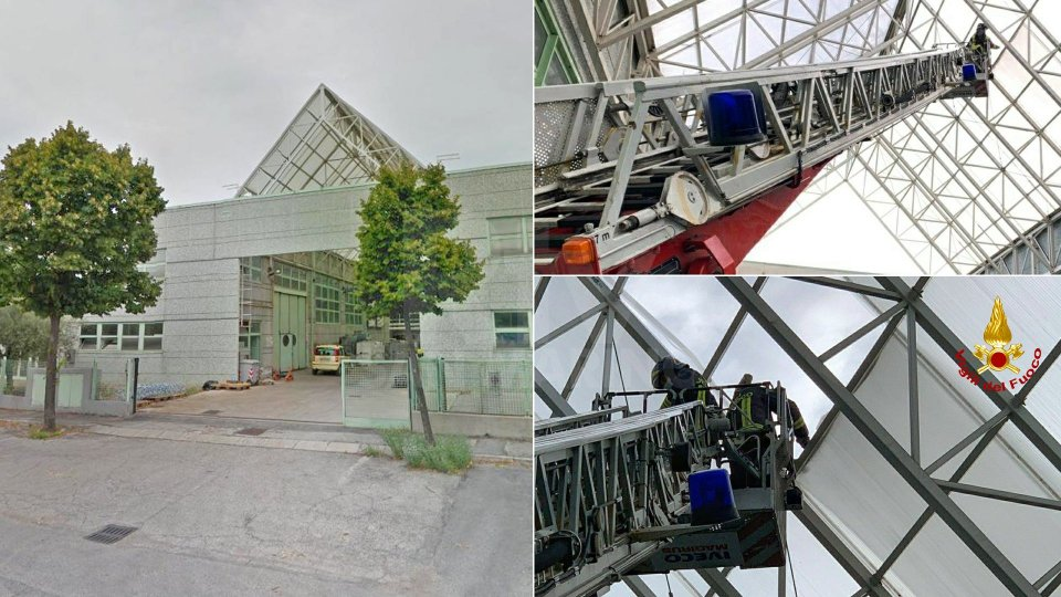 Villa Verucchio: intervento dei VdF di Rimini per una copertura pericolante
