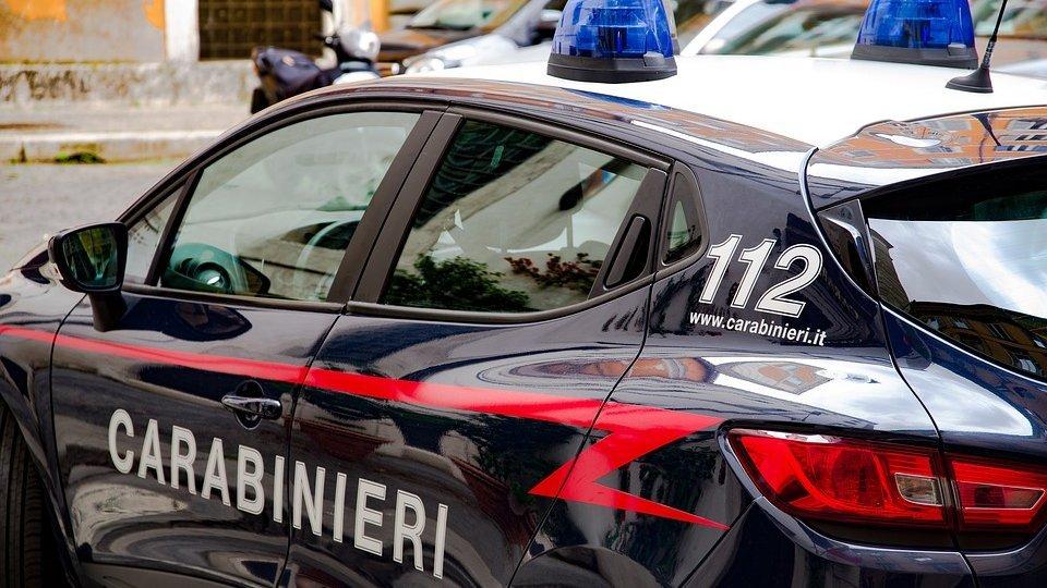 Calci e minacce alla compagna per una chiamata da un numero sconosciuto: arrestato 46enne a Cattolica