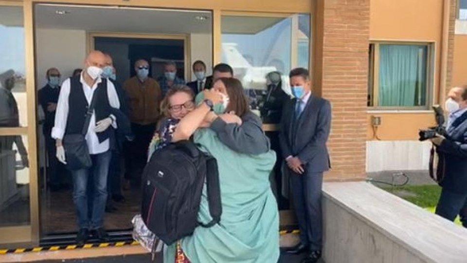 Silvia Romano è in Italia. Ora verrà ascoltata dagli inquirenti